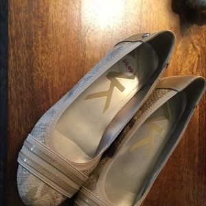 Anne Klein Tan Flats Akatworth 6.5M